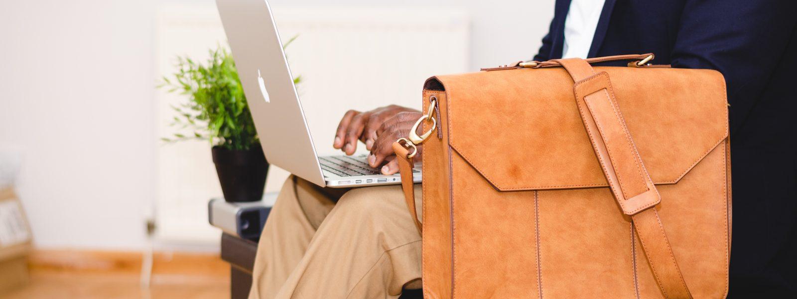 bruin lederen laptoptas